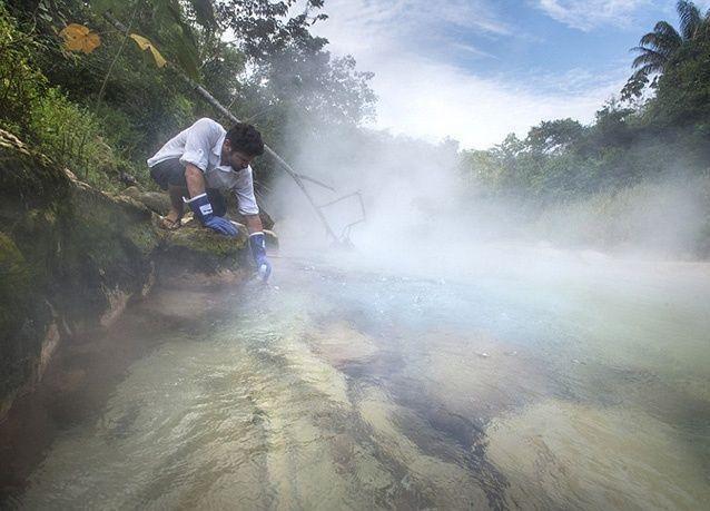 بالصور : أغرب نهر في العالم .. بمياه مغلية
