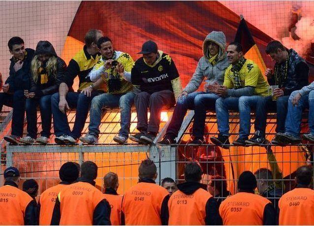 صور احتفالات لاعبي ومشجعي بروسيا دورتموند بكأس البونديسليغا