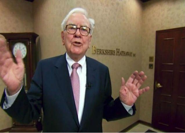 الملياردير بافيت يتطلع إلى صفقات استحواذ كبيرة بعد أرباح قياسية في 2013