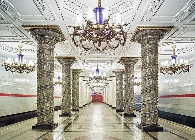 بالصور : موسكو تحتضن أجمل وأفخم محطات المترو في العالم
