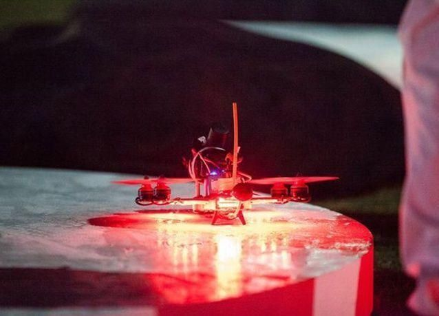 بالصور : دبي تستضيف بطولة العالم لسباق الطائرات بدون طيار 2016