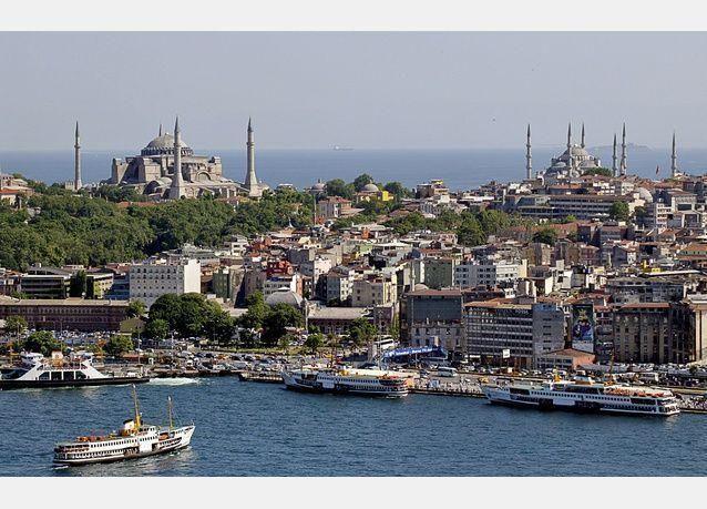 تركيا: استثمارات بدأت الهرب.. وقلق على الليرة