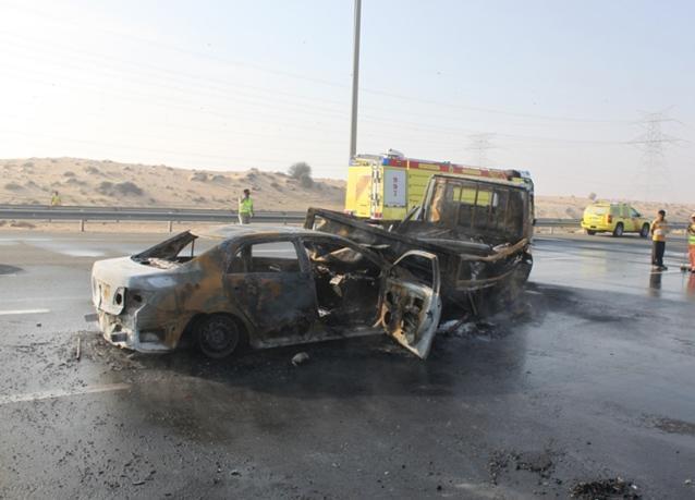 بالصور: حادث اصطدام بين 35 سيارة على شارع دبي العابر بسبب الضباب