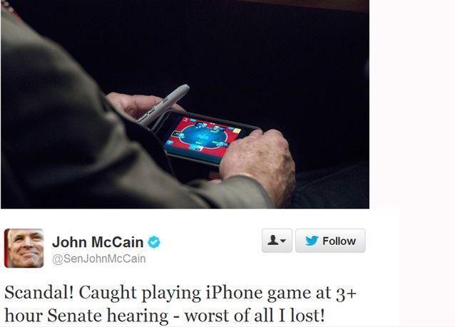 جون ماكين يلعب بوكر بهاتفه خلال نقاش الحرب على سوريا