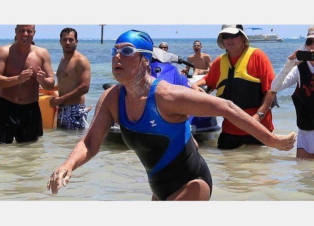 سيدة ستينية تقطع 170 كيلومتر سباحة من كوبا إلى فلوريدا