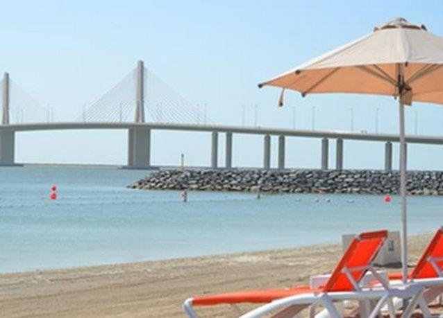 أبو ظبي تفتح شاطئ للنساء في البطين