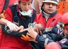 العثور على رضيع تركي تحت الأنقاض حيا بعد 48 ساعة من الزلزال