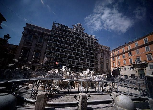 بالصور : إعادة افتتاح تريفي النافورة الباروكية التي تحقق الامنيات في روما