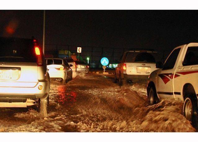 بالصور : أمطار غزيرة مصحوبة بزخات من البرد تروي الرياض