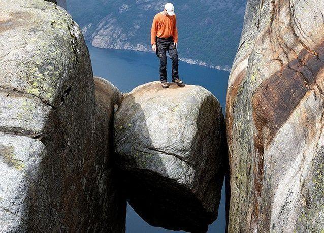 بالصور : أغرب الصخور المعلقة حول العالم