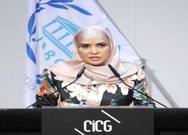 بالصور : انتخاب أول سيدة عربية رئيساً للبرلمان في الإمارات