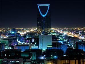 مدرسون سعوديون عاطلون ينظمون إضراباً نادراً في الرياض