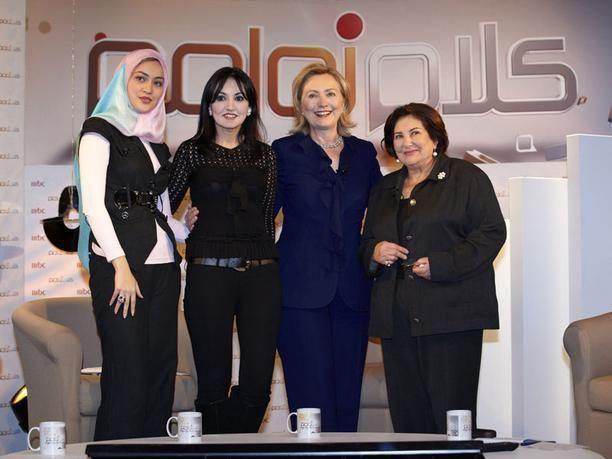 """هيلاري كلينتون تخاطب النساء العربيات عبر برنامج """"كلام نواعم"""" على MBC1"""