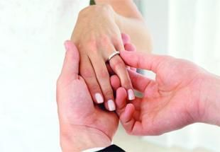 إماراتيات يشترطن عدم التعدد في عقود الزواج