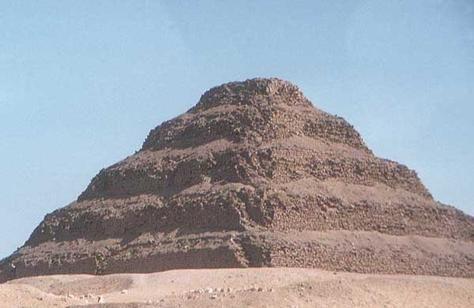 أقدم هرم مصري يثير المخاوف بسبب حالته الحرجة