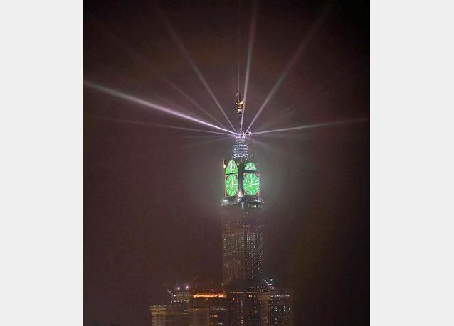 21 ألف مصباح لإضاءة أكبر ساعة في العالم في مكة