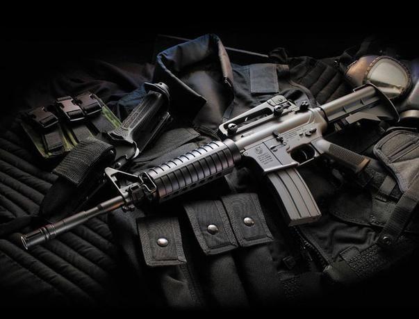 الإطاحة بعصابة سطو مسلح تضم سعودي وأربعة مقيمين