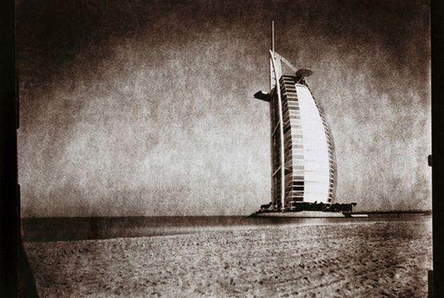 دبي الحديثة بالأبيض والأسود