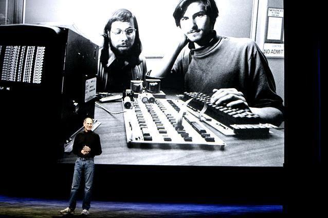 حياة ستيف جوبز المستقيل مع شركة أبل بالصور