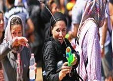"""الشرطة الإيرانية تلقي القبض على """"متمردي"""" مسدسات المياه"""