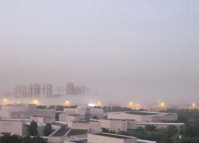 الإمارات : تشكل الضباب يتسبب باختناقات مرورية وتأثر رحلات الطيران
