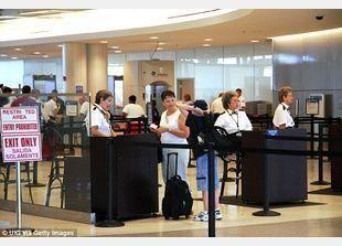 المطارات الأمريكية تمنع الإلكترونيات غير المشحونة كالهواتف والاجهزة اللوحية