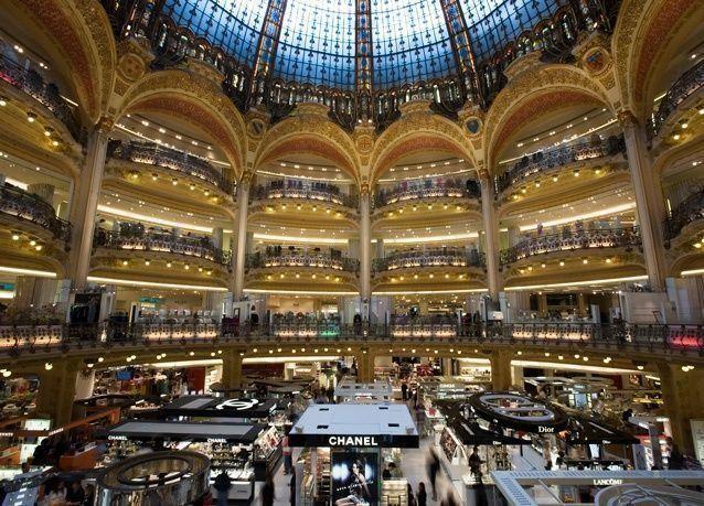 محكمة باريس توقف بيع متاجر برنتامب لقطريين
