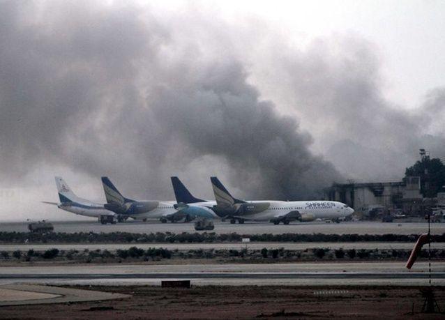 مقتل خمسة أشخاص في هجوم على مطار كراتشي بباكستان