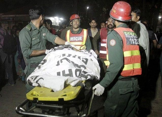 بالصور : 29 طفلا بين 72 قتلوا بتفجير انتحاري بايع داعش في منتزه بباكستان