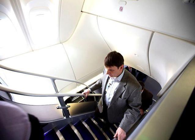 بالصور: شركة بوينغ تسلّم أول طائرة 747-8 لشركة لوفتهانزا