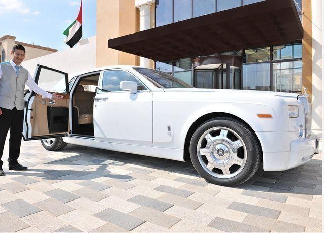 رولز رويس لتوصيل نزلاء فنادق جنة في أبوظبي ودبي