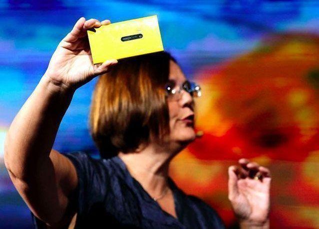 "بالصور: نوكيا تطلق جهاز ""نوكيا لوميا"" بنظام ويندوز 8"