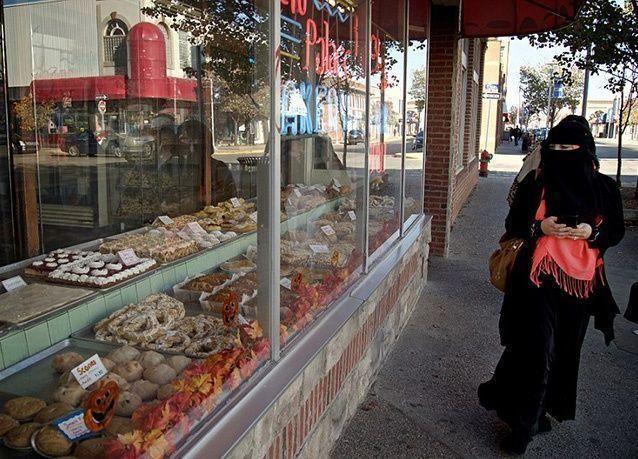 بالصور : أول مدينة أمريكية ذات أغلبية مسلمة.. طعام حلال وأذان في كل مكان