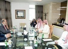 أغنى رجل أعمال سعودي يلتقي بأغنى رجل في العالم