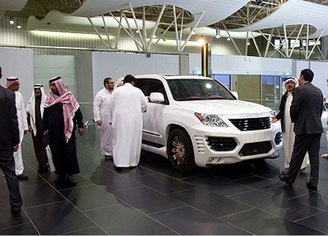 وزارة التجارة السعودية تلزم معارض السيارات بوضع السعر