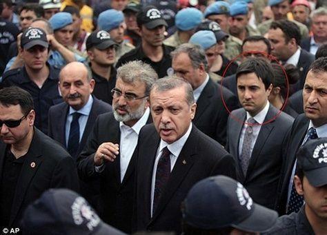 صفعة أردوغان لمحتج تكشف استقطابا متناميا وسط الحداد في تركيا