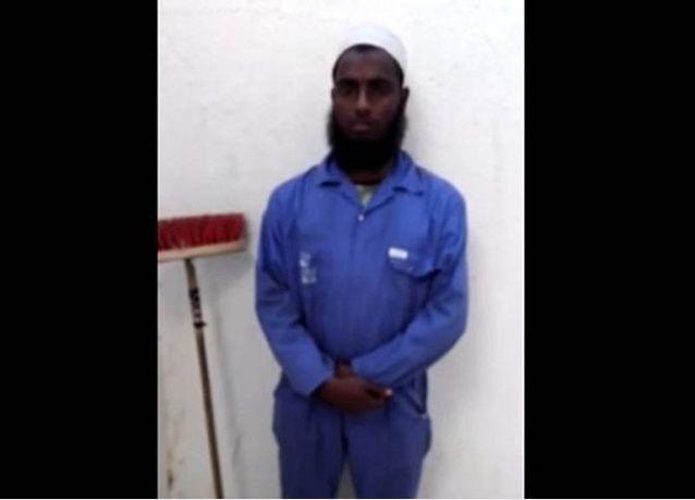 فيديو: مدينة سعودية تعين عامل نظافة أجنبي إماماً لمسجد بلديتها