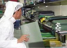 """60% من الشركات تبدأ توظيف السعوديين لتجاوز """"الخط الأحمر"""""""