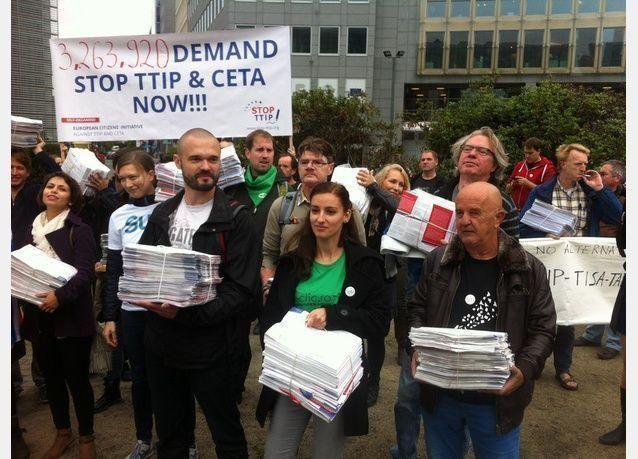 مئات الآلاف في مسيرة ببرلين لرفض اتفاق تجاري بين أوروبا وأمريكا
