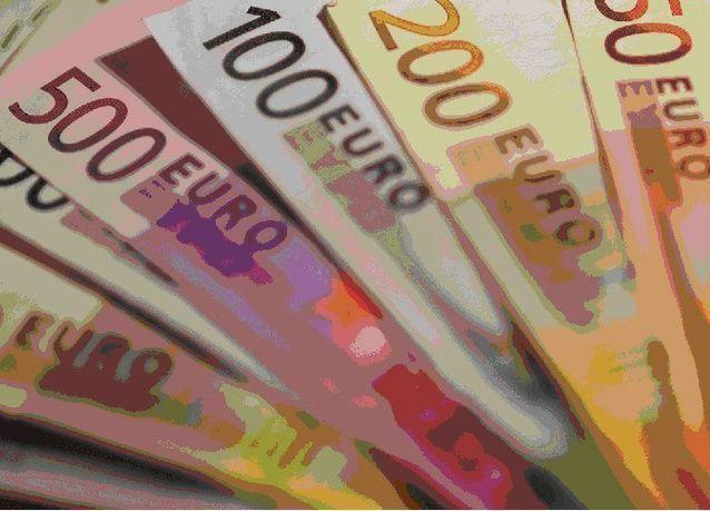 اليورو يهبط لأدنى مستوى في 9 سنوات بفعل مخاوف اليونان