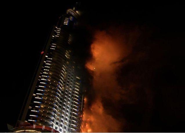 """ساعتان وسط النيران.. نجاة مصور في صحيفة البيان من حريق فندق """"العنوان"""""""