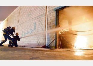 السعودية: حريق ضخم في مستودع شركة كبرى بجدة يلتهم ملايين الريالات
