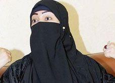30 جلدة والسجن يوم واحد لفتاة سعودية رمت أعضاء الهيئة بحذائها
