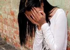 مراهقة مصرية تقتل والدها بعد أن ضبطها في وضع مخل