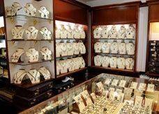 اتهامات للوافدين العاملين بمحلات ذهب في السعودية بتصريف منتجات مهربة من دبي