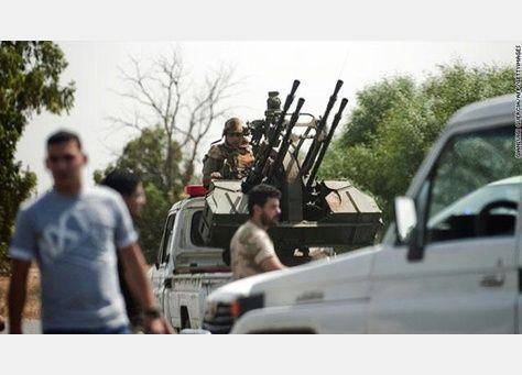 مسلحون يغلقون مدرج مطار طرابلس الدولي ويمنعون الطائرات من المغادرة