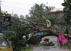 مقتل 230 شخصاً وفقد المئات في إعصار بالفلبين