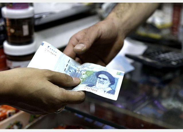 الريال الإيراني يرتفع 15%