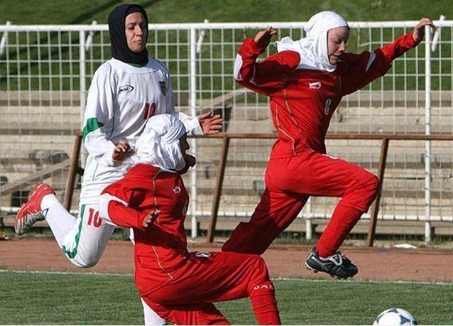 إيران تفحص لاعبات كرة القدم لإثبات أنوثتهن