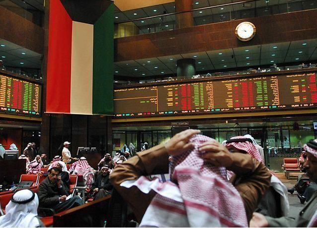 الأسهم القيادية ترتفع في الكويت صباحاً والمؤشر الرئيسي ينخفض